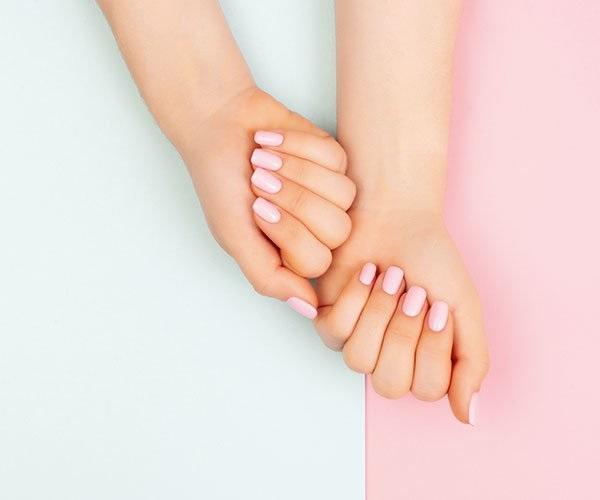 Schöne Nägel zaubern mit Acrylgel und Farbgel